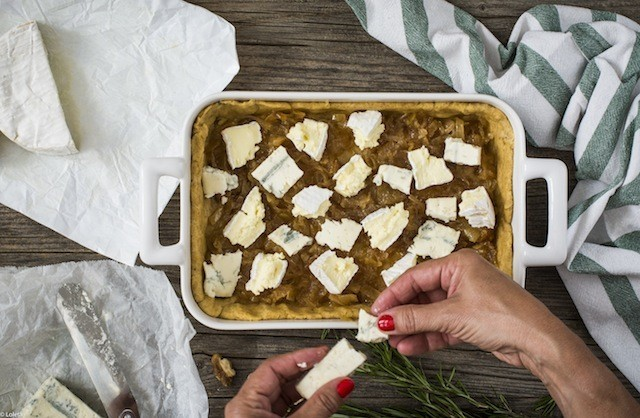 Loleta - Salty cake of figs with cheese and caramelized onions