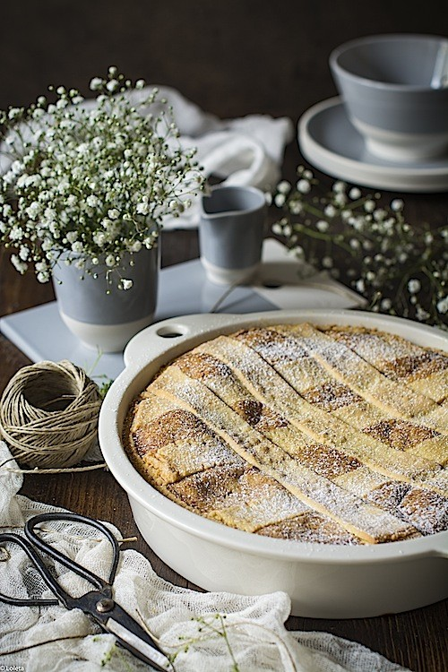 Neapolitan pastiera. Easter cake in Italy by LOLETA