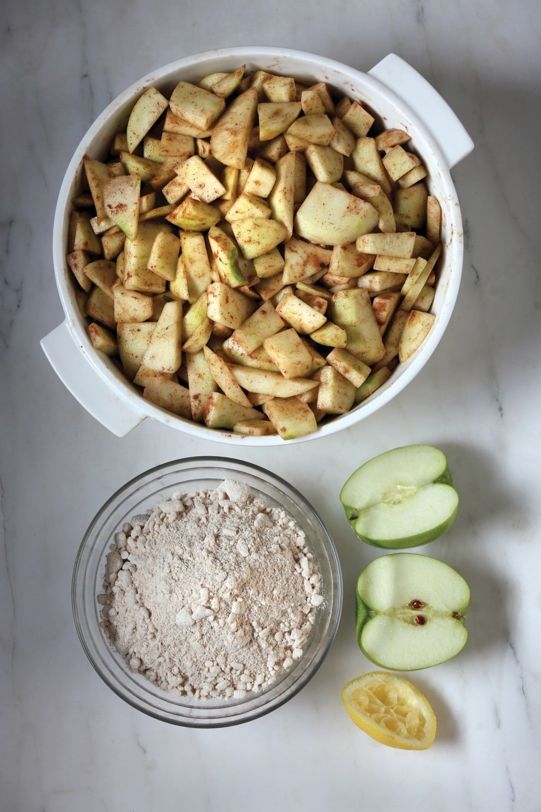 LE FRENCH OVEN Warm apple almond crumble