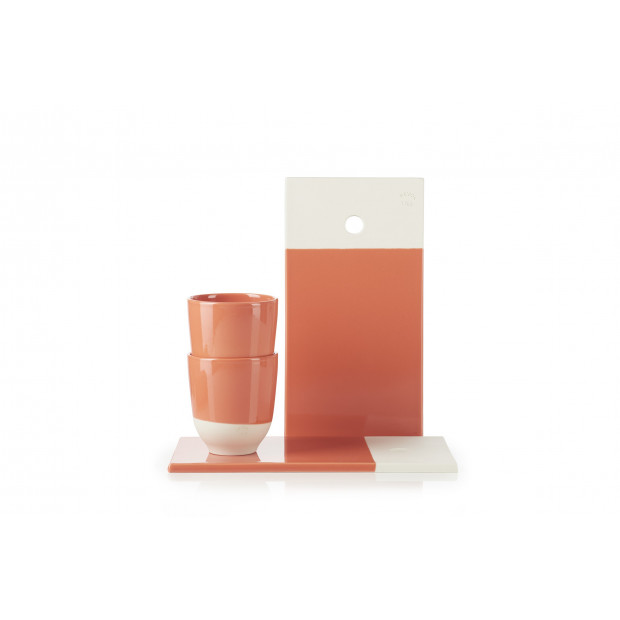 Set of 2 color lab gourmet board and 2 color lab tea cups